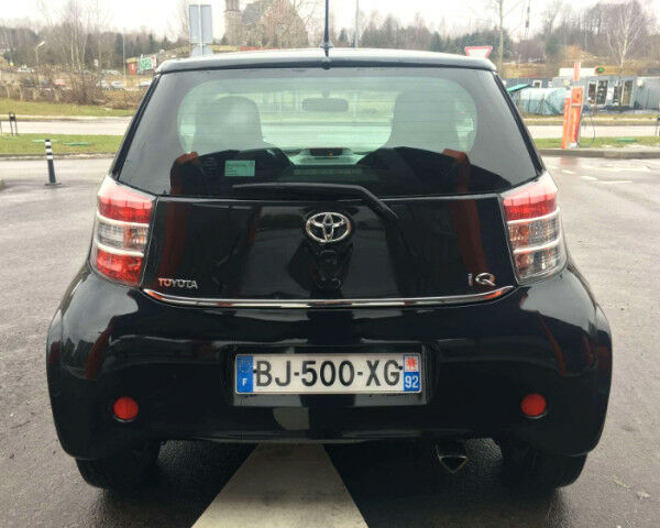 Чорний Тойота АйКью, об'ємом двигуна 1 л та пробігом 92 тис. км за 7218 $, фото 1 на Automoto.ua