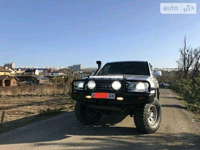 Серебряный Тойота Ленд Крузер 105, объемом двигателя 4.2 л и пробегом 159 тыс. км за 36500 $, фото 1 на Automoto.ua