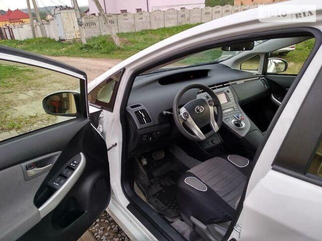 Белый Тойота Приус, объемом двигателя 1.8 л и пробегом 63 тыс. км за 16200 $, фото 1 на Automoto.ua