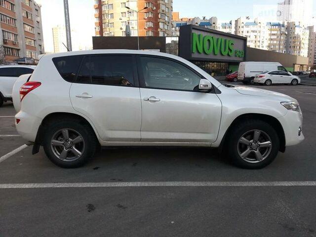 Белый Тойота РАВ 4, объемом двигателя 2 л и пробегом 94 тыс. км за 20300 $, фото 1 на Automoto.ua