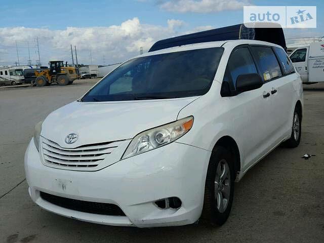 Белый Тойота Сиенна, объемом двигателя 2.7 л и пробегом 198 тыс. км за 12700 $, фото 1 на Automoto.ua