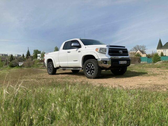 Белый Тойота Тундра, объемом двигателя 5.7 л и пробегом 140 тыс. км за 32000 $, фото 1 на Automoto.ua