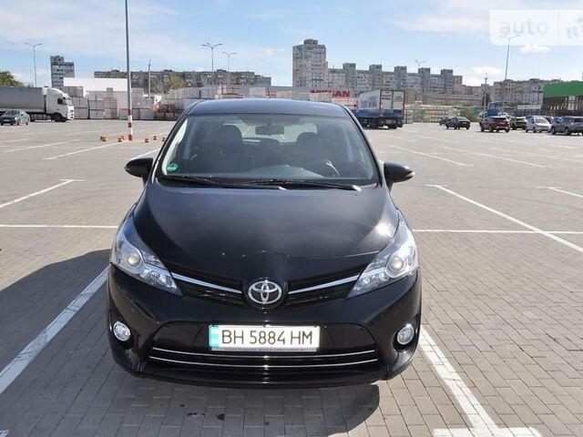 Черный Тойота Версо, объемом двигателя 2.2 л и пробегом 102 тыс. км за 16299 $, фото 1 на Automoto.ua
