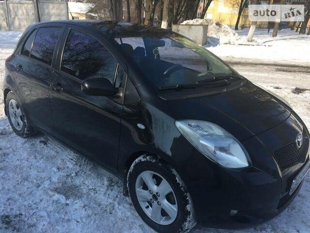 Черный Тойота Ярис, объемом двигателя 1.3 л и пробегом 122 тыс. км за 7800 $, фото 1 на Automoto.ua