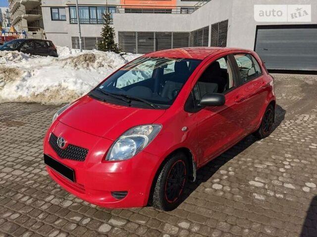 Красный Тойота Ярис, объемом двигателя 1.3 л и пробегом 140 тыс. км за 6000 $, фото 1 на Automoto.ua