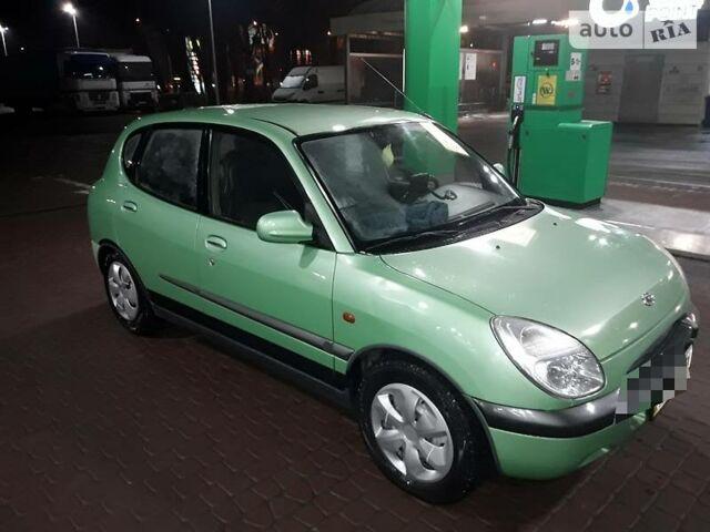 Зелений Тойота Яріс, об'ємом двигуна 1 л та пробігом 68 тис. км за 3750 $, фото 1 на Automoto.ua