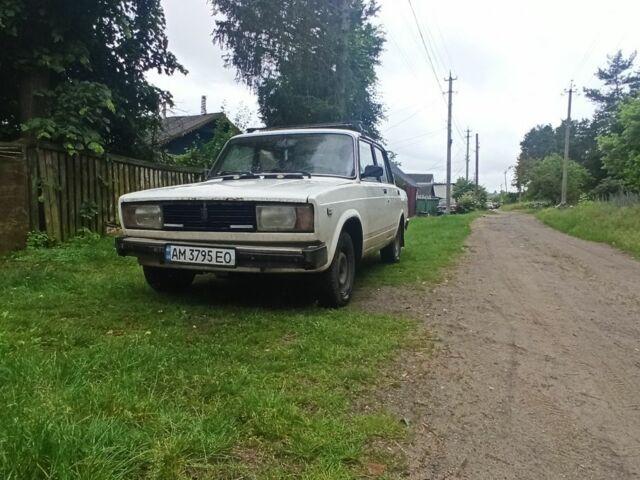 Белый ВАЗ 2105, объемом двигателя 1.5 л и пробегом 200 тыс. км за 1000 $, фото 1 на Automoto.ua