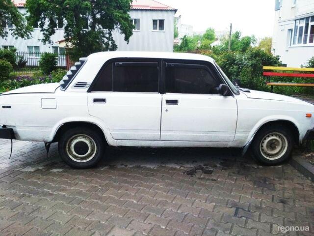Белый ВАЗ 2105, объемом двигателя 1.5 л и пробегом 53 тыс. км за 1100 $, фото 1 на Automoto.ua