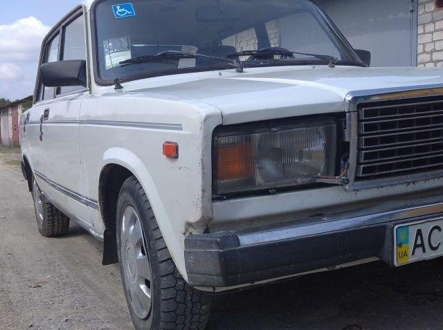 Белый ВАЗ 2107, объемом двигателя 1.5 л и пробегом 458 тыс. км за 1200 $, фото 1 на Automoto.ua