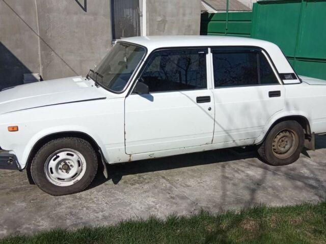 Белый ВАЗ 2107, объемом двигателя 1.6 л и пробегом 180 тыс. км за 1700 $, фото 1 на Automoto.ua