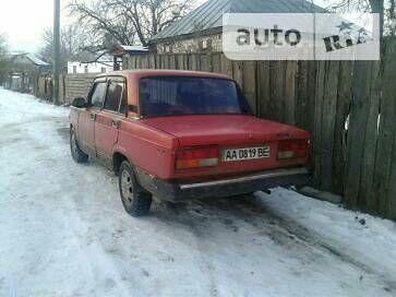 Красный ВАЗ 2107, объемом двигателя 1.3 л и пробегом 200 тыс. км за 665 $, фото 1 на Automoto.ua