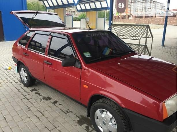 Вишнёвый ВАЗ 2109, объемом двигателя 1.5 л и пробегом 95 тыс. км за 1600 $, фото 1 на Automoto.ua