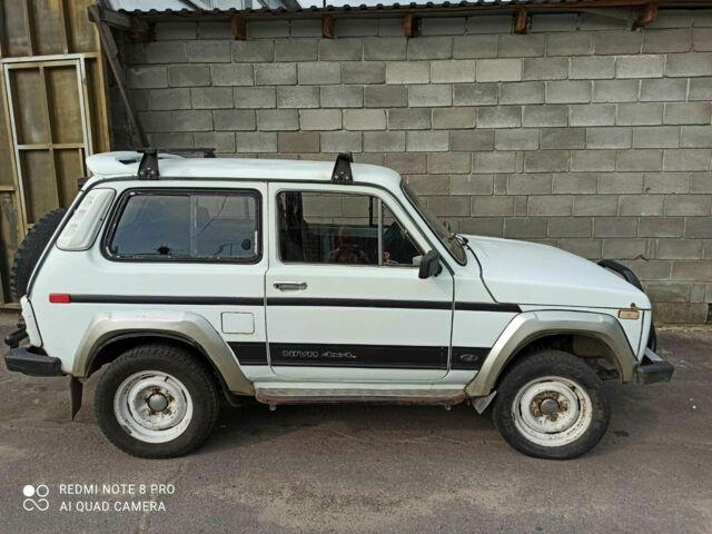 Белый ВАЗ 2121, объемом двигателя 1.6 л и пробегом 300 тыс. км за 3500 $, фото 1 на Automoto.ua