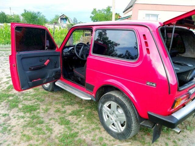 Красный ВАЗ 2121, объемом двигателя 1.6 л и пробегом 50 тыс. км за 3500 $, фото 1 на Automoto.ua