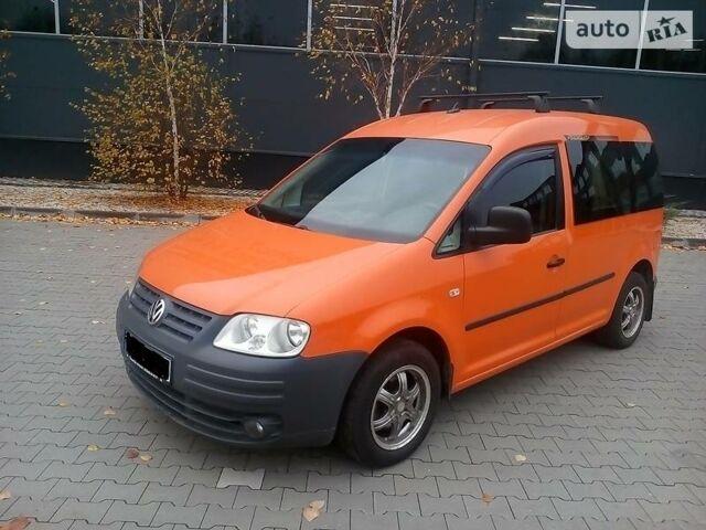 Оранжевый Фольксваген Кадди пасс., объемом двигателя 0 л и пробегом 270 тыс. км за 7700 $, фото 1 на Automoto.ua