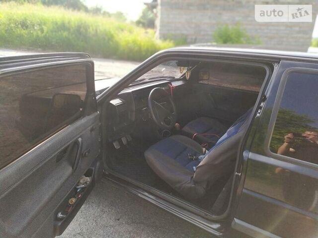 Черный Фольксваген Гольф, объемом двигателя 1.3 л и пробегом 325 тыс. км за 1400 $, фото 1 на Automoto.ua