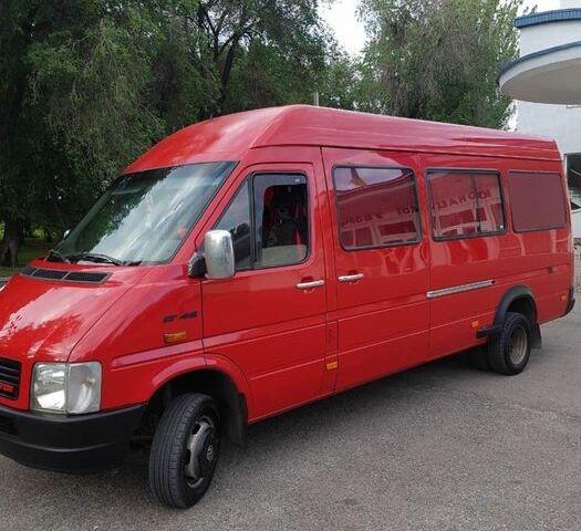 Красный Фольксваген ЛТ, объемом двигателя 2.5 л и пробегом 20 тыс. км за 10999 $, фото 1 на Automoto.ua