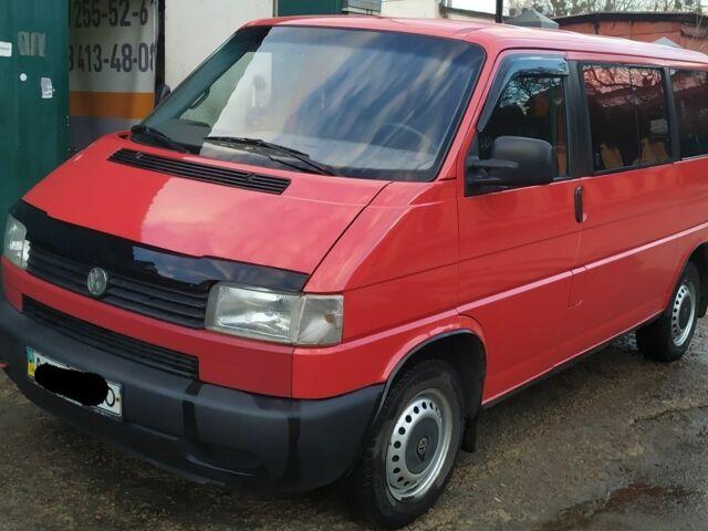 Красный Фольксваген Мультиван, объемом двигателя 2.4 л и пробегом 236 тыс. км за 9000 $, фото 1 на Automoto.ua