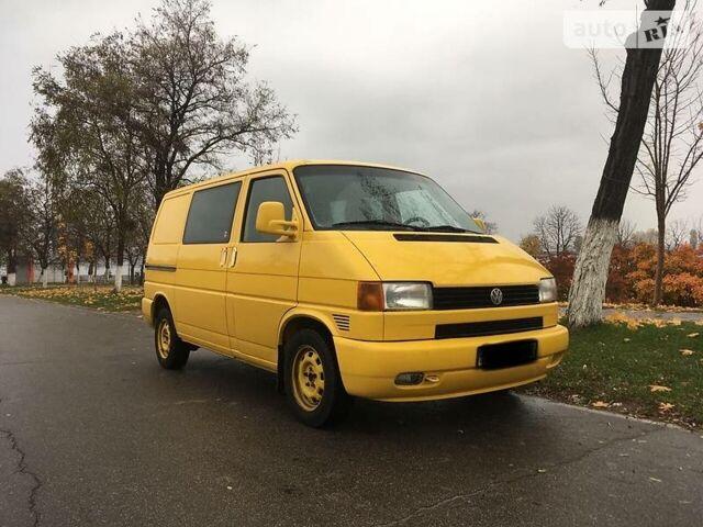 Желтый Фольксваген Т4 (Транспортер) пасс., объемом двигателя 1.9 л и пробегом 256 тыс. км за 5900 $, фото 1 на Automoto.ua