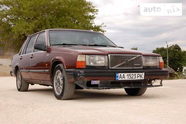 Гранатовый Вольво 760, объемом двигателя 2.4 л и пробегом 400 тыс. км за 1700 $, фото 1 на Automoto.ua