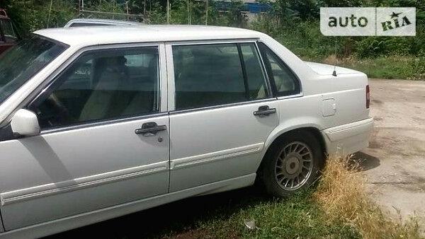 Білий Вольво 960, об'ємом двигуна 2 л та пробігом 300 тис. км за 1200 $, фото 1 на Automoto.ua