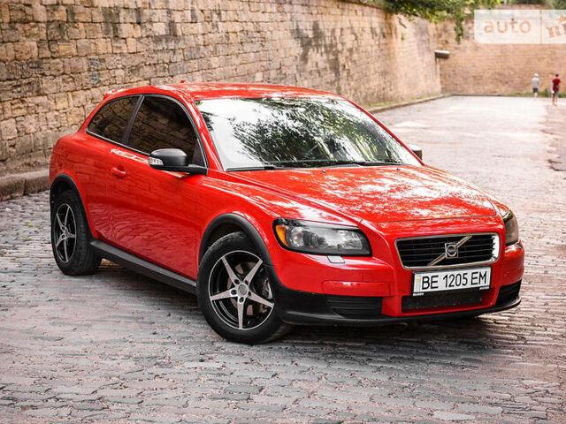 Красный Вольво Ц30, объемом двигателя 2.4 л и пробегом 190 тыс. км за 8000 $, фото 1 на Automoto.ua