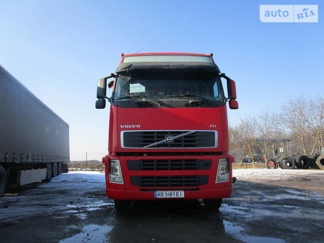 Красный Вольво FH 13, объемом двигателя 13 л и пробегом 140 тыс. км за 12900 $, фото 1 на Automoto.ua
