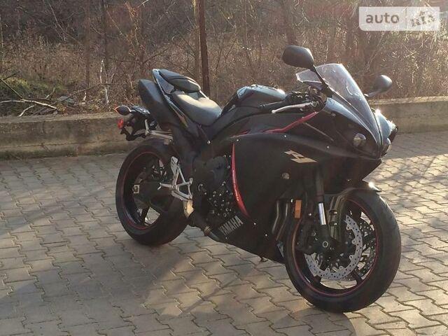 Чорний Ямаха R1, об'ємом двигуна 1 л та пробігом 1 тис. км за 10500 $, фото 1 на Automoto.ua
