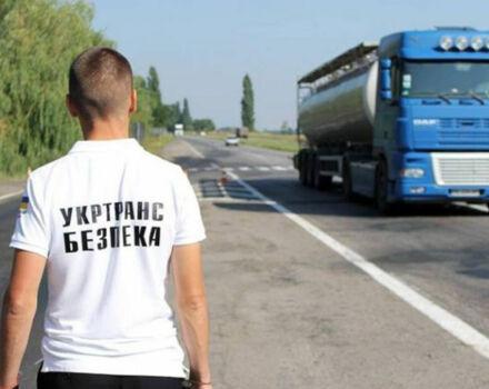 Перевірка працівниками Укртрансбезпеки автомобілів, що здійснюють перевезення вантажів і пасажирів