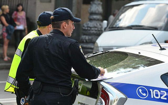 Що робити, якщо поліція попросила відкрити багажник вашого автомобіля для огляду?