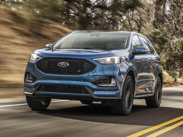 Новый Ford Edge 2020 на дороге