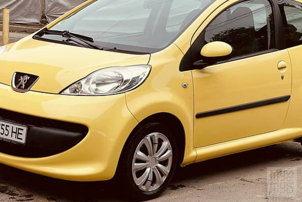 Желтый Пежо 107, объемом двигателя 1 л и пробегом 130 тыс. км за 3650 $, фото 7 на Automoto.ua