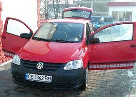 Красный Фольксваген Фокс, объемом двигателя 1 л и пробегом 79 тыс. км за 7500 $, фото 1