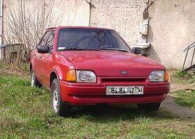 Красный Форд Эскорт, объемом двигателя 1.6 л и пробегом 1 тыс. км за 1900 $, фото 1