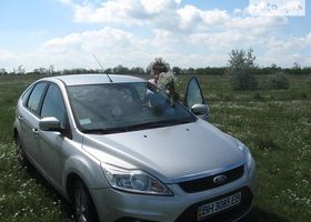 Серебряный Форд Фокус, объемом двигателя 1.6 л и пробегом 100 тыс. км за 10000 $, фото 1