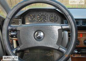 Зеленый Мерседес 250, объемом двигателя 2.5 л и пробегом 340 тыс. км за 2400 $, фото 1