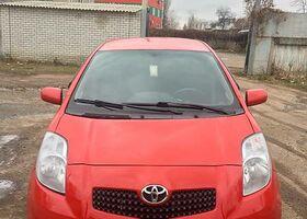 Красный Тойота Ярис, объемом двигателя 1.3 л и пробегом 100 тыс. км за 6450 $, фото 1