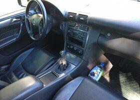 Чорний Мерседес Ц-Клас, объемом двигателя 2.6 л и пробегом 170 тыс. км за 4500 $, фото 1