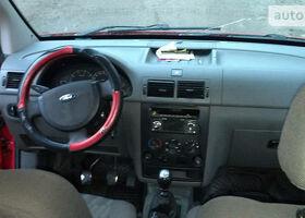 Красный Форд Турнео Коннект, объемом двигателя 1.8 л и пробегом 650 тыс. км за 6000 $, фото 11