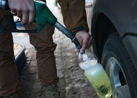 Почему нельзя наливать бензин в пластиковою тару?