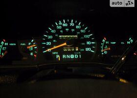 Срібний Форд Краун Вікторія, объемом двигателя 4.6 л и пробегом 1 тыс. км за 8999 $, фото 1