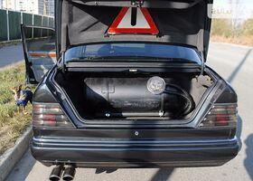 Чорний Мерседес Е-Клас, объемом двигателя 2.8 л и пробегом 402 тыс. км за 5100 $, фото 1