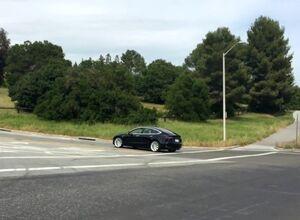 Новые видео Model 3 на дорогах возле штаб-квартиры «Тесла»