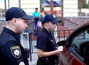 Українські поліцейські вимагають гроші з власників авто з європропискою