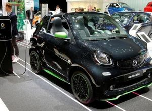 Все автомобили Mercedes и Volkswagen получат электрические версии в ближайшие годы