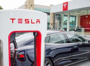 Тесла новости: разгон до сотни за 2,34 сек, стоимость зарядки на Supercharger и солнечная станция на крыше Гигафабрики