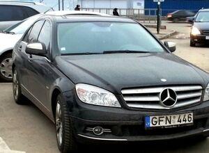 Ввезення іноземних автомобілів на рік без розмитнення є незаконним?