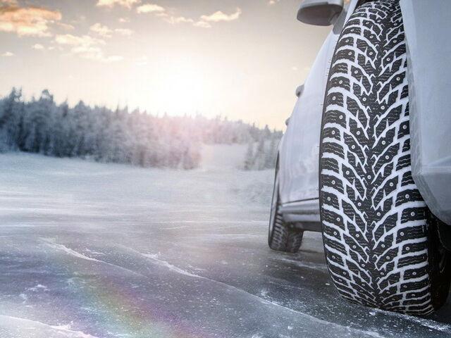 Nokian Hakkapeliitta зимові шиповані шини фото