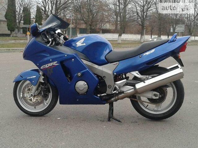мотоцикл хонда цбр